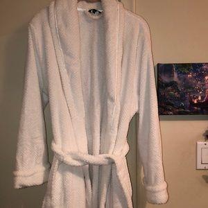 Fuzzy long bath or bed robe